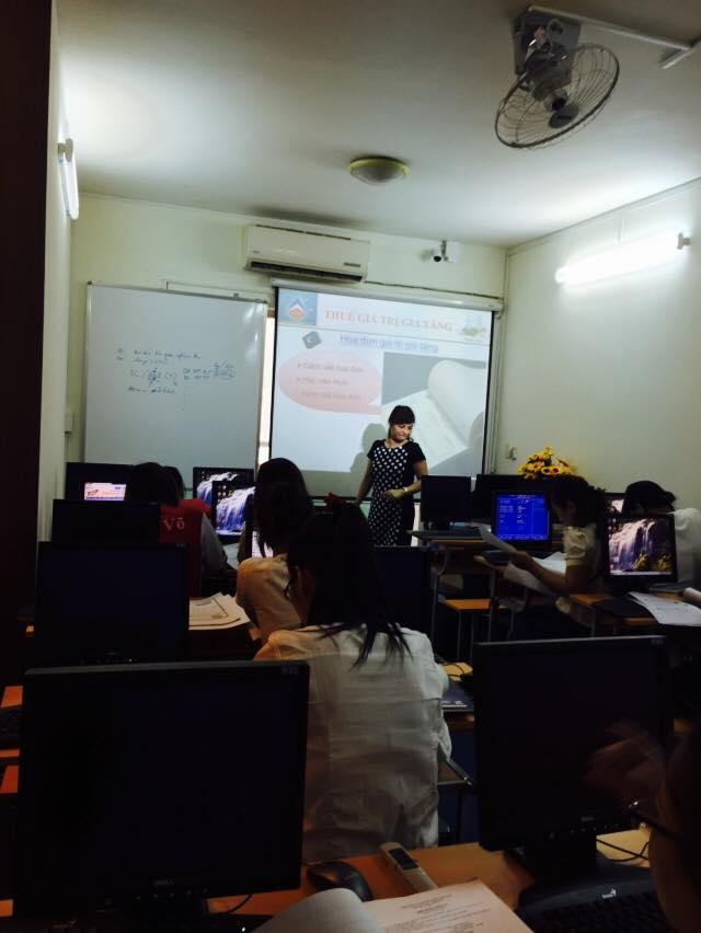 Lớp học thực hành kế toán thuế ở Hà Nội